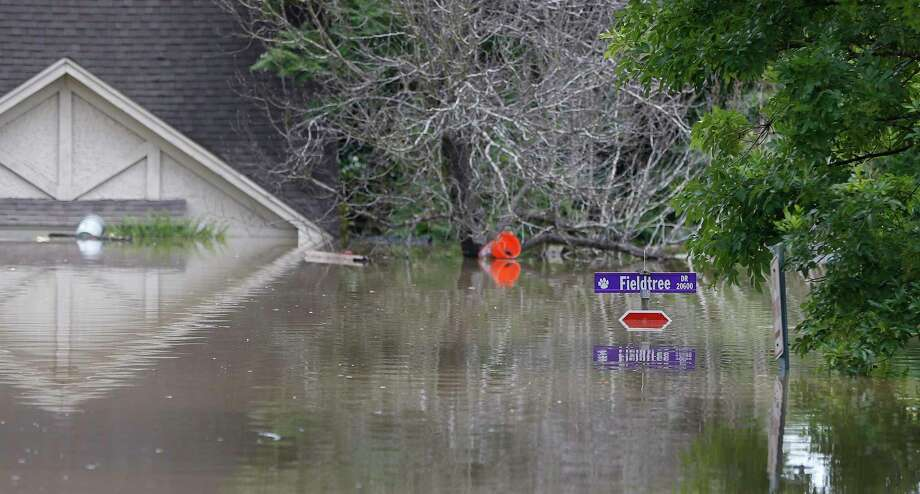 A stop sign at Fieldtree Drive and Glencreek is under water as floodwaters rose in the Northshire neighborhood, behind Deerbrook Mall, Sunday, May 29, 2016, in Humble. ( Karen Warren / Houston Chronicle ) Photo: Karen Warren, Staff / Houston Chronicle / © 2016 Houston Chronicle