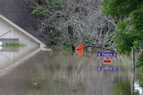 A stop sign at Fieldtree Drive and Glencreek is under water as floodwaters rose in the Northshire neighborhood, behind Deerbrook Mall, Sunday, May 29, 2016, in Humble. ( Karen Warren / Houston Chronicle )