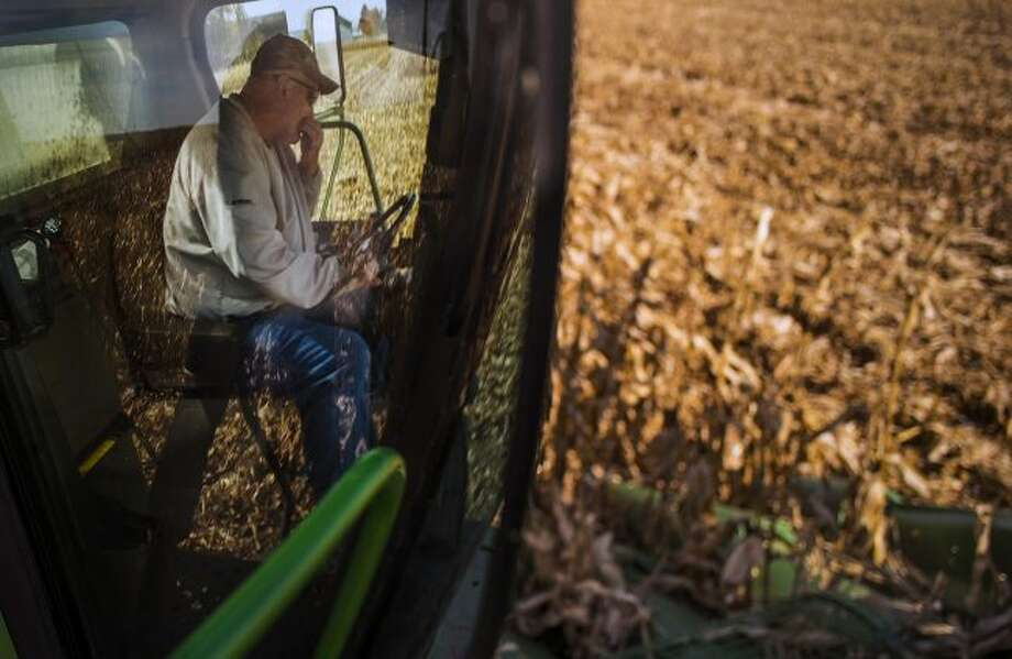 Ed McNamara is a one-man farming crew as he sets off to harvest his 200 acres of corn. He uses an older Deere combine which he owns and maintains. (Richard Tsong-Taatarii/Minneapolis Star Tribune/TNS)