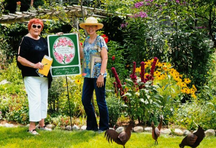 Carol Krull (left) presented Darla (right) with the Garden of the Month honor. (Courtesy Photo)