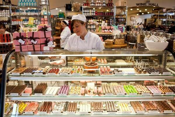 Luxury grocer Dean & DeLuca leaves behind debts, say employees and vendors