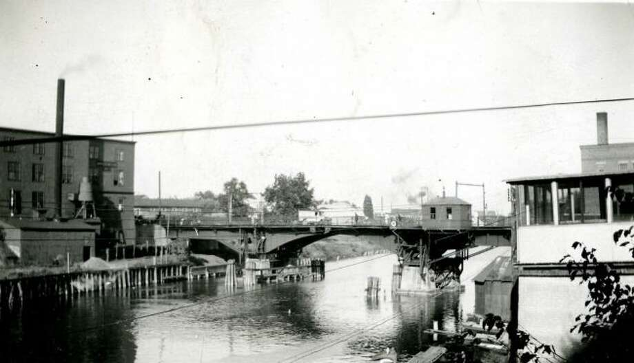 This photograph shows how the Maple Street Bridge looked in this 1920s.
