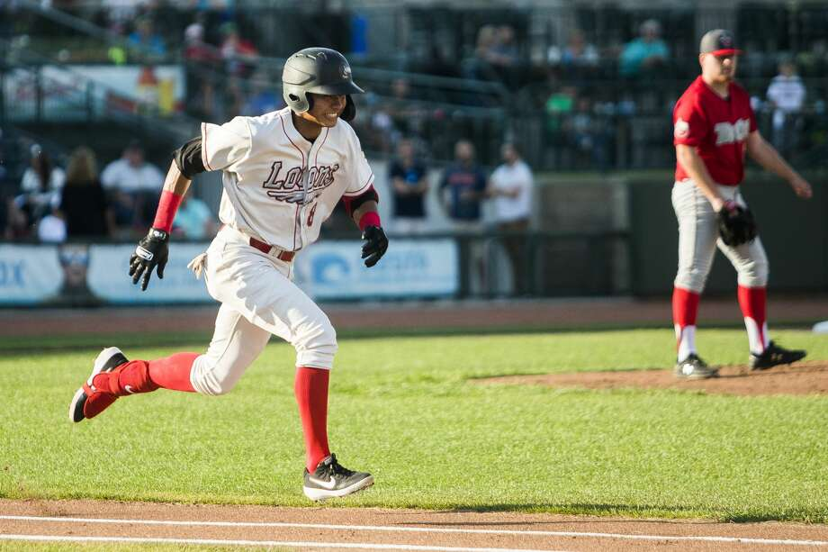 Great Lakes Loons short stop Leonel Valera sprints toward first base during a game against the Fort Wayne TinCaps on Tuesday, July 30, 2019 at Dow Diamond. (Katy Kildee/kkildee@mdn.net) Photo: (Katy Kildee/kkildee@mdn.net)