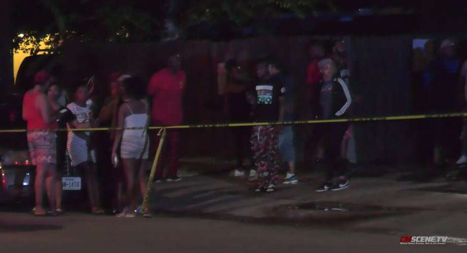 Houston police investigate a fatal shooting Tuesday night in a busy parking lot at apartment complex in the 4700 block of Magnum. Photo: OnScene TV