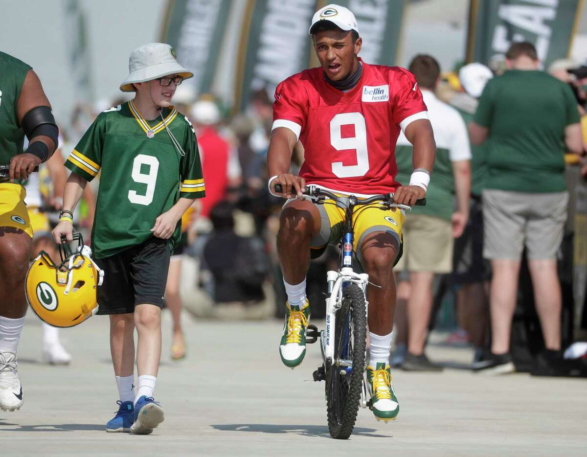 DeShone Kizer, riding a bike to Packers practice, is in a strong competition for the No. 2 QB job in Green Bay.