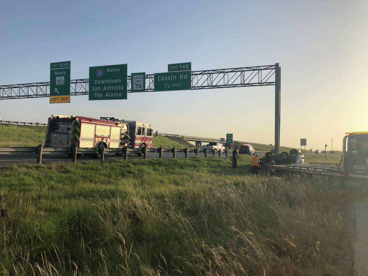 The northbound Interstate 35 exit ramp to New Laredo Highway as well as all northbound lanes near this location will be closed for several hours to remove an overhead sign bridge, according to the Texas Department of Transportation.