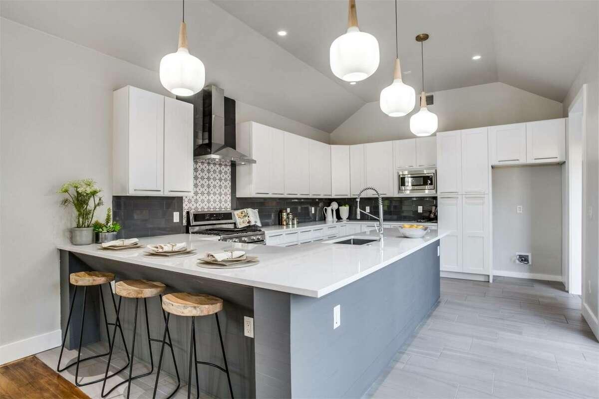 San Antonio 125 Oleander Street San Antonio, TX 78208: $399,000 2 bed| 2 bath | 1,650 sq. ft.