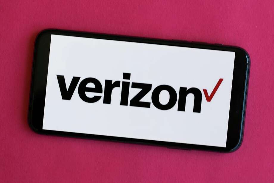 Verizon is boosting data to help users stay connected amid the coronavirus pandemic. Photo: Angela Lang/CNET