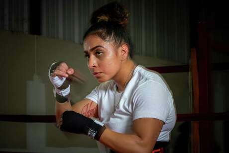 Selina Barrios (5-1, 2 KOs) is fighting in the main event on a Saturday night card at San Antonio Shrine Auditorium.
