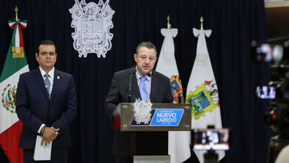 El secretario del Ayuntamiento, Raúl Cárdenas Thomae, informó que 1.055 migrantes fueron trasladados a la ciudad de Monterrey. Photo: Foto De Cortesía /Gobierno Municipal De Nuevo Laredo