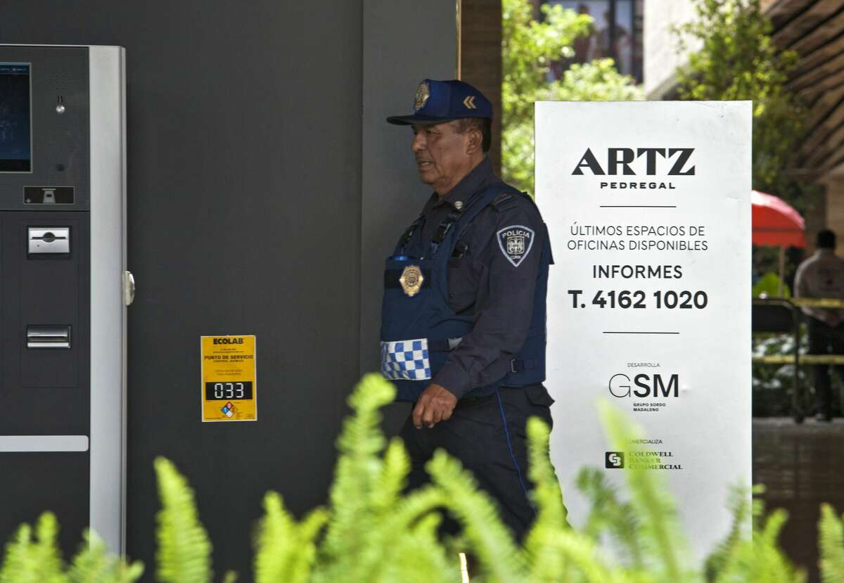 A police officer stands guard outside a shopping mall in Mexico City on July 25, 2019 where two Israelis suspected of mafia links were shot dead on the eve. Two Israelis suspected of mafia links were shot dead in a luxury Mexico City mall in what could have been a settling of scores, Mexico's attorney general's office said on Thursday. The two men were gunned down in a restaurant inside the mall.