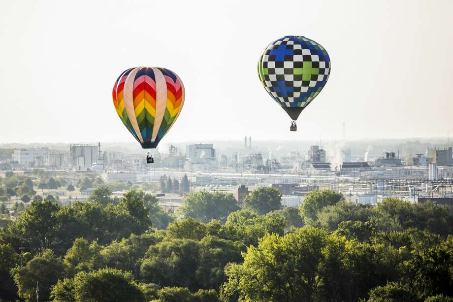 Hot air balloon pilots take an early morning flight as part of the Midland Balloon Fest on Friday, Aug. 2, 2019. (Katy Kildee/kkildee@mdn.net) Photo: (Katy Kildee/kkildee@mdn.net)