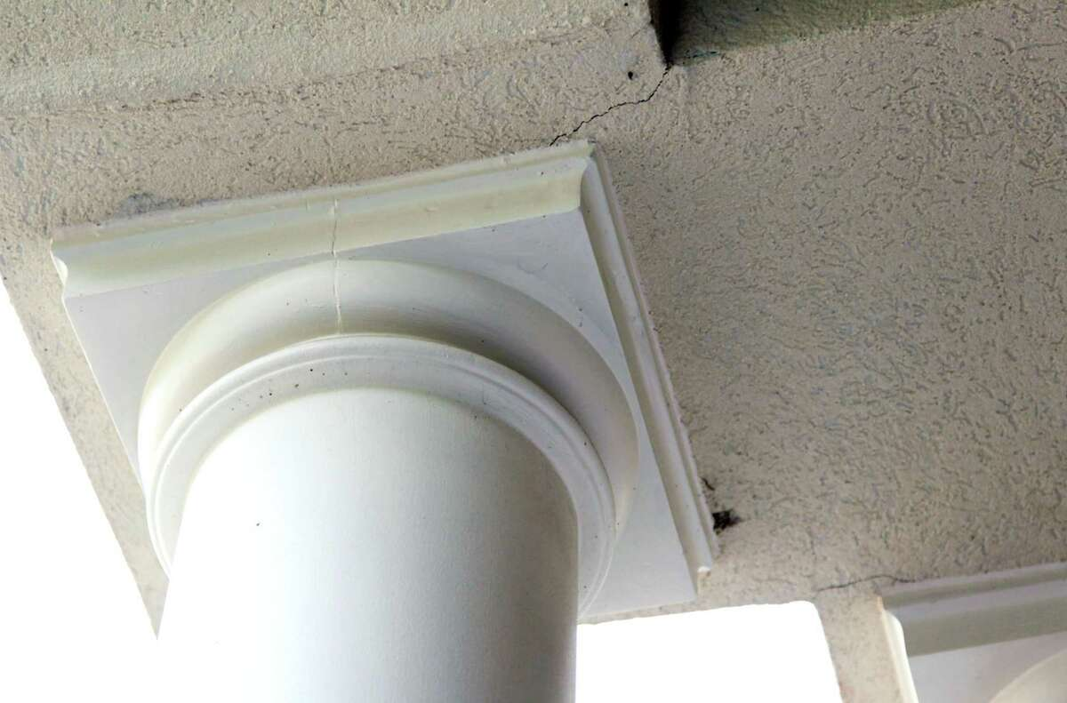 Ceiling is cracked next to this support column in the home of Michelle Bunch which is sitting on a fault line on Tuesday, April 9, 2013, in The Woodlands. ( Mayra Beltran / Houston Chronicle )