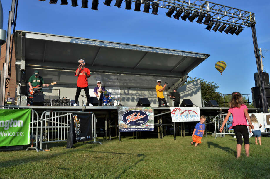 "Earth to Mars, a Bruno Mars tribute band, rocked the 7-9 p.m. set at the Riverdays Festival on Aug. 2, 2019 in downtown Midland. Their covers of popular songs like ""Just the Way You Are"" and ""Treasure"" had a few young members of the audience dancing front and center. (Ashley Schafer/Ashley.Schafer@hearstnp.com) Photo: Ashley Schafer"