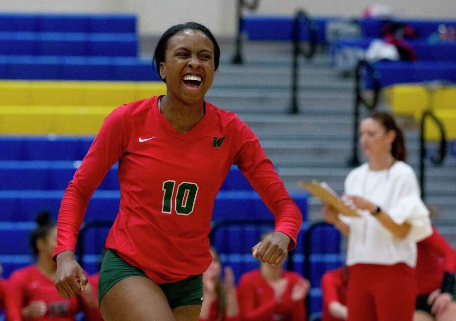 The Woodlands' Amanda Ifeanyi reacts after hitting back-to-back aces during a match last season. The UTSA verbal commit returns for her senior season.. Photo: Jason Fochtman, Houston Chronicle / Staff Photographer / © 2018 Houston Chronicle