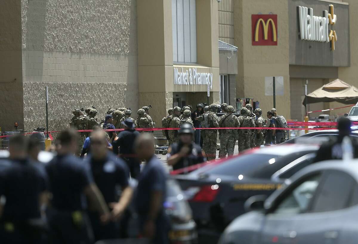 Several law enforcement agencies respond to an active shooter Saturday, Aug. 3, 2019, at a Walmart in El Paso, Texas. (Mark Lambie/The El Paso Times via AP)