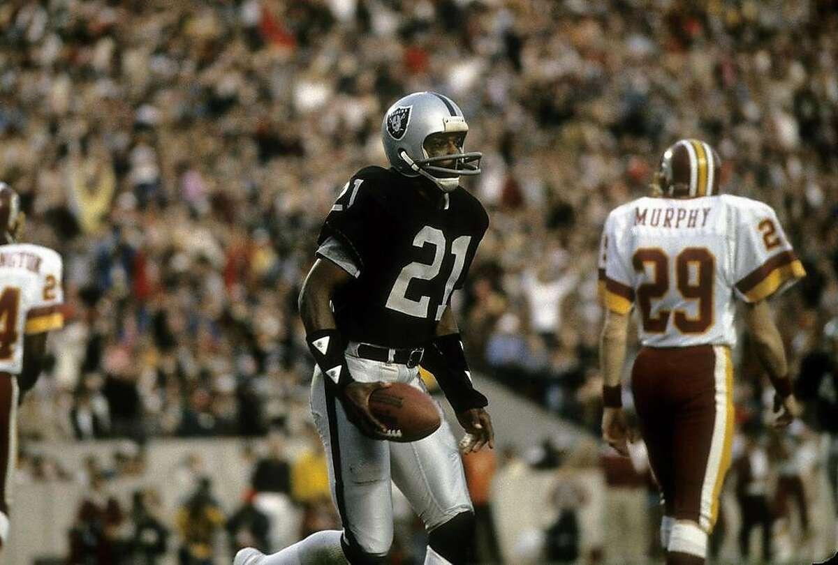 TAMPA, FL - JANUARY 22, 1984: Wide receiver Cliff Branch #21 of the Los Angeles Raiders plays during Super Bowl XVIII against the Washington Redskins on January 22, 1984 at Tampa Stadium in Tampa, Florida. The Raiders won the Super Bowl 38 - 9. (Photo by Focus on Sport/Getty Images)