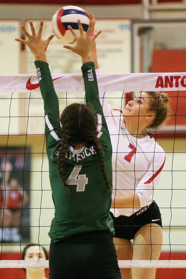 Antonian's Mia Carter (right) tries to get a shot past Incarnate Word's Tatiana Smith during their TAPPS 3-6A high school volleyball match at Antonian on Tuesday, Oct. 23, 2018. Photo: Marvin Pfeiffer, Staff Photographer / Express-News 2018