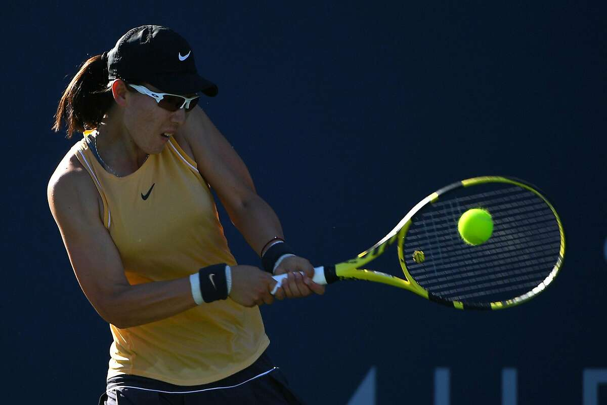 SAN JOSE, CALIFORNIA - AUGUST 04: Saisai Zheng of China returns a shot to Aryna Sabalenka of Belarus during the singles final of the Mubadala Silicon Valley Classic at the San Jos� State University Tennis Center on August 04, 2019 in San Jose, California. (Photo by Robert Reiners/Getty Images)