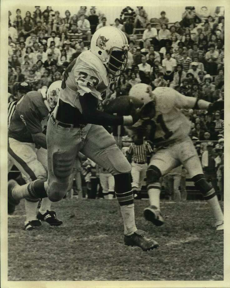 Former Edison standout Larry Collins is shown during his playing days at Texas A&I University. Photo: File Photo / San Antonio Express-News