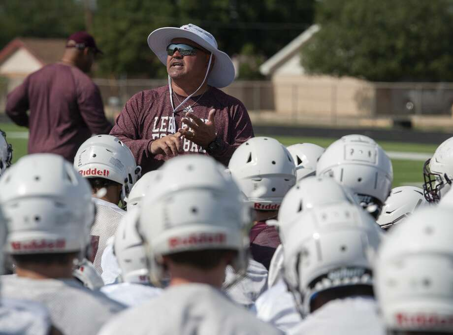 Lee head coach Clint Hartman talks with his players 08/05/19 during practice. Tim Fischer/Reporter-Telegram Photo: Tim Fischer/Midland Reporter-Telegram