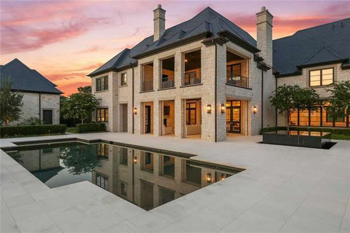 LaMarcus Aldridge has gotten back into the real estate game. He's listed his Westlake, TX, home for $5.2 million.