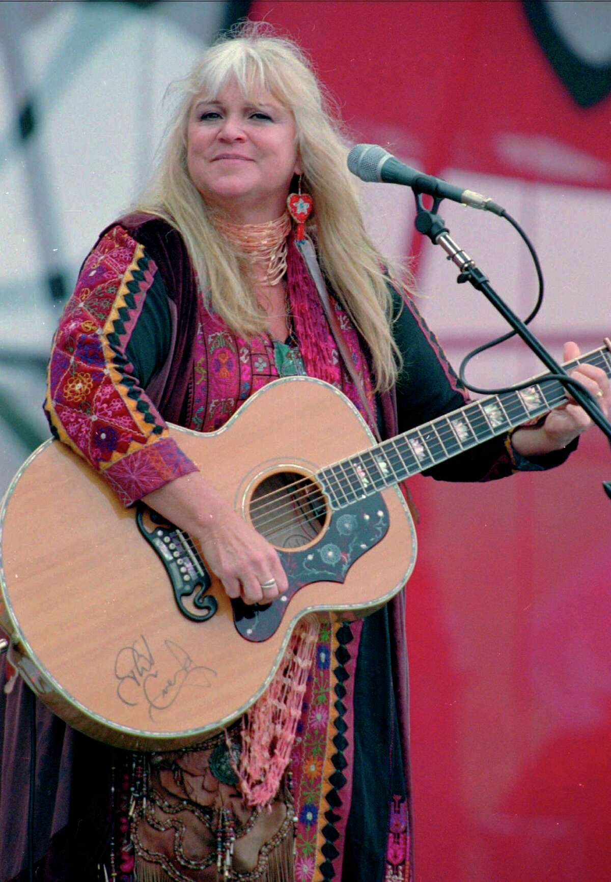 """FILE - In this Aug. 15, 1998, file photo, Melanie Safka, who performed at the original Woodstock decades ago, opens the second day of the festival """"Day In The Garden,"""" in Bethel, N.Y. Melanie is one of the performers at WE 2019 Experience - also celebrating 50 years of Woodstock across two weekends at Saloon Studios Live in West Jefferson, N.C. Melanie performs on Sunday, Aug. 18, 2019. (AP Photo/Ken Bizzigotti, File)"""