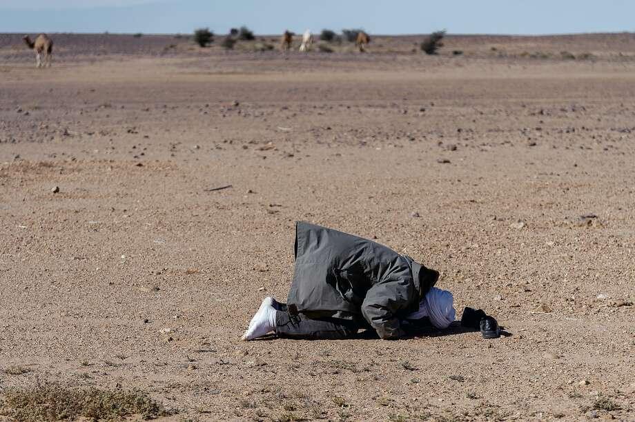WESTERN SAHARA - JANUARY 07: Saharawi prays facing Mecca in the freed Saharawi territories in the Western Saharaon January 7, 2019 in  Western Sahara. (Photo by Stefano Montesi - Corbis/Corbis via Getty Images) Photo: Stefano Montesi - Corbis/Corbis Via Getty Images