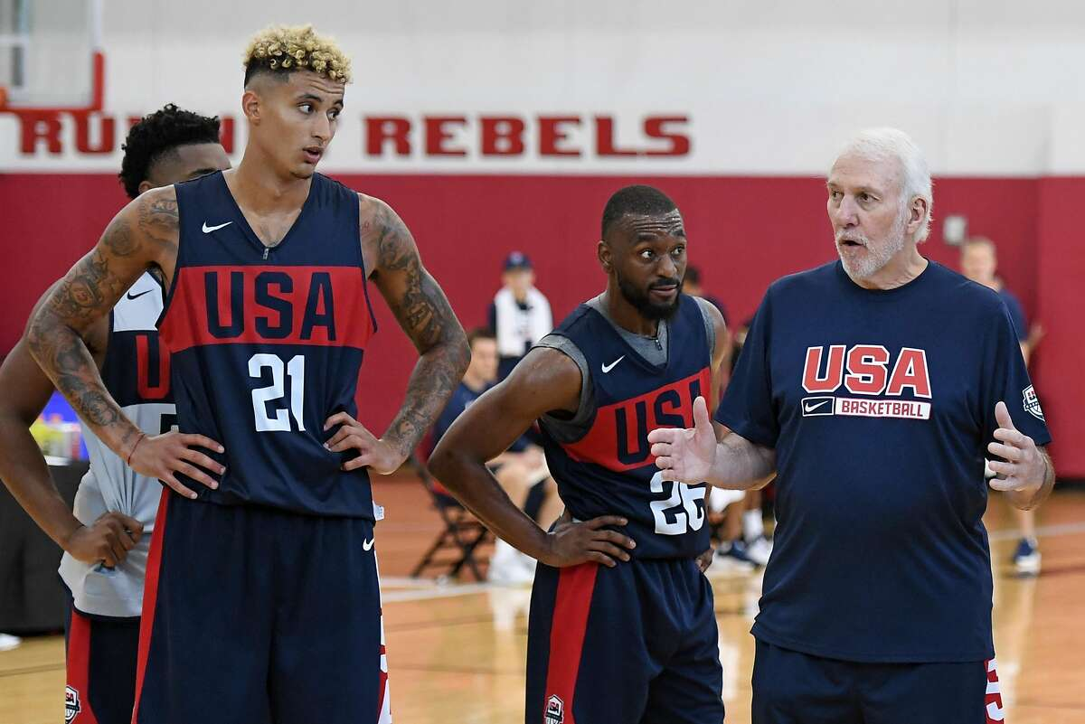 LAS VEGAS, NEVADA - AUGUST 05: (L-R) Kyle Kuzma #21, Kemba Walker #26 and head coach Gregg Popovich of the 2019 USA Men's National Team talk during a practice session at the 2019 USA Basketball Men's National Team World Cup minicamp at the Mendenhall Center at UNLV on August 5, 2019 in Las Vegas, Nevada. (Photo by Ethan Miller/Getty Images)