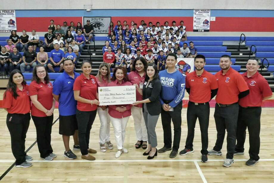 Raul Perales Middle School administrators, coaches and athletes were on hand as Campus Athletic Coordinator Jaime Saldaña was presented a $5,000 grant for the school by Monica Santa Cruz of Superior Health Plans on Tuesday. Photo: Cuate Santos /Laredo Morning Times