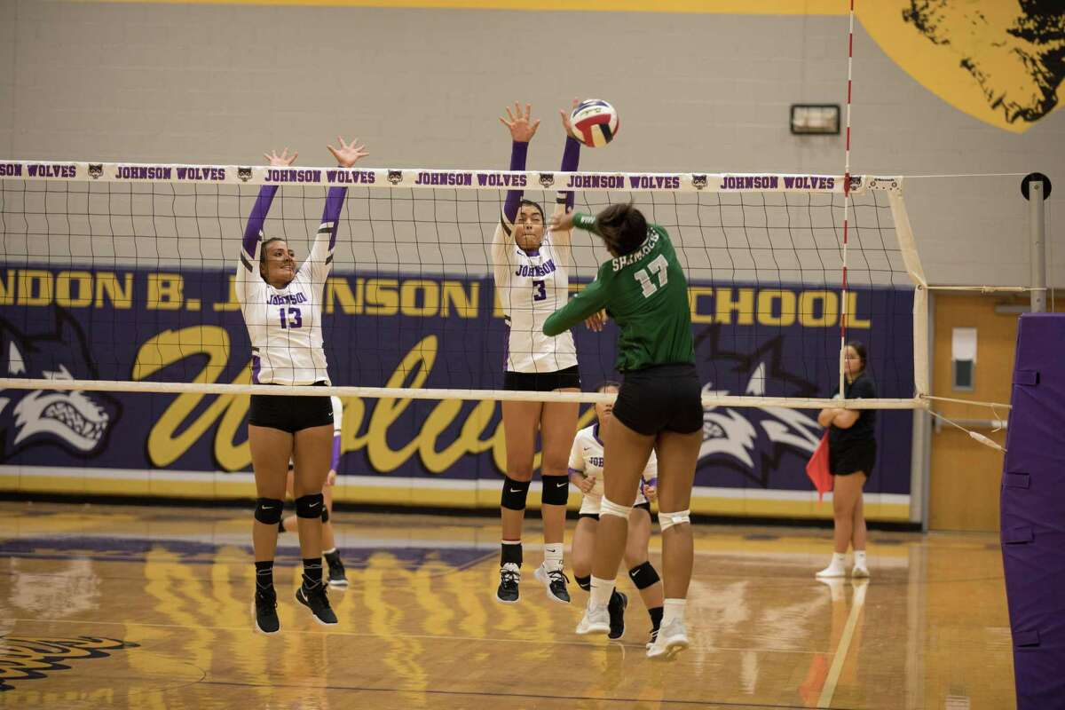 LBJ Lady Wolves Volleyball Alicia Huerta and Yaretzi Ortiz