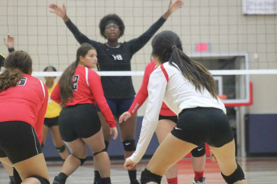 South Houston faced an imposing sight on the other side of the net for much of their season opener Tuesday. A Channelview player with long arms and good height sometimes made for a difficult time getting the ball over the net. Photo: Robert Avery