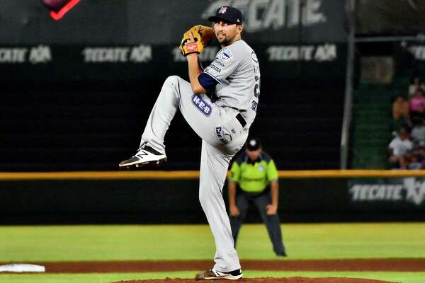 The Tecolotes announced the signing of right-handed pitcher Jorge Reyes on Tuesday.