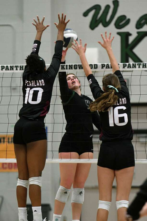 Kingwood Park senior Libby Overmyer, center, makes a play against Pearland's Jackie Arrington (10) and Ava Scott (16) during their season-opening non-district match at Kingwood Park High School on August 6, 2019. Photo: Jerry Baker, Houston Chronicle / Contributor / Houston Chronicle
