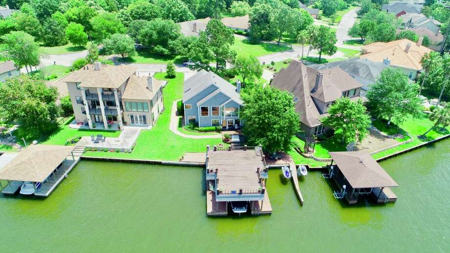 Homes on Lake Conroe, the fourth-largest lake real estate market in Texas. Photo: Michael Goins / Lake Homes Realty