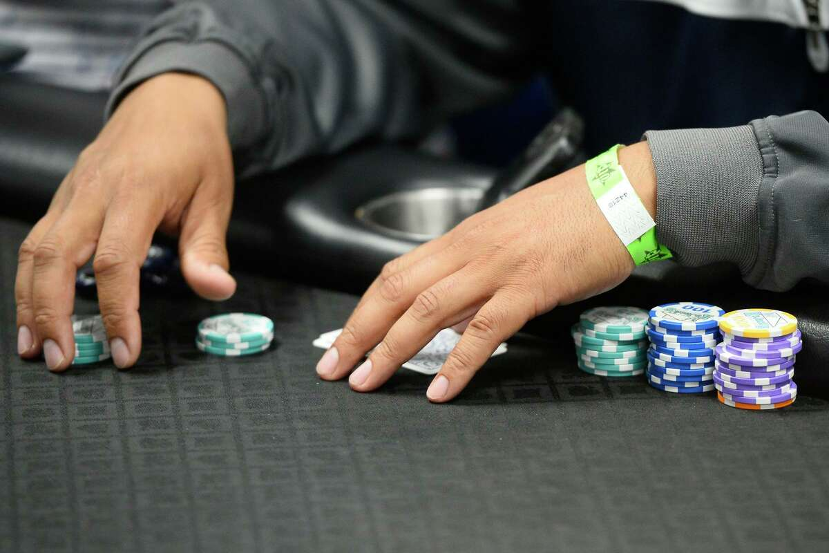 The Harris County attorney on Aug. 8 dismissed lawsuits seeking to shut down two private Houston poker clubs, three weeks after the district attorney's office dropped criminal charges against nine club owners and employees, and referred the investigation to the FBI.