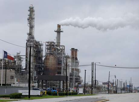 Lyondell Basell Houston Refinery, 12000 Lawndale St., is shown Tuesday, August 29, 2017 in Houston.  Several plants shut down due to Hurricane Harvey. ( Melissa Phillip / Houston Chronicle)