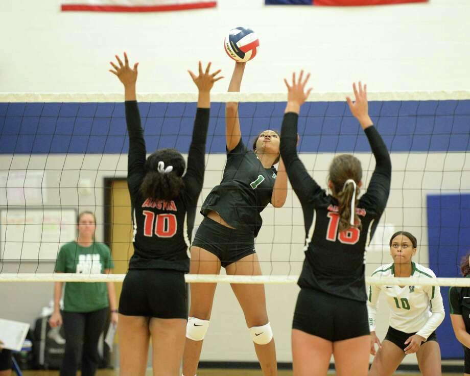 Mecca Freeman (1) of Mayde Creek takes a shot during the second set of a volleyball match earlier this season. Photo: Craig Moseley, Staff / Staff Photographer / ©2018 Houston Chronicle