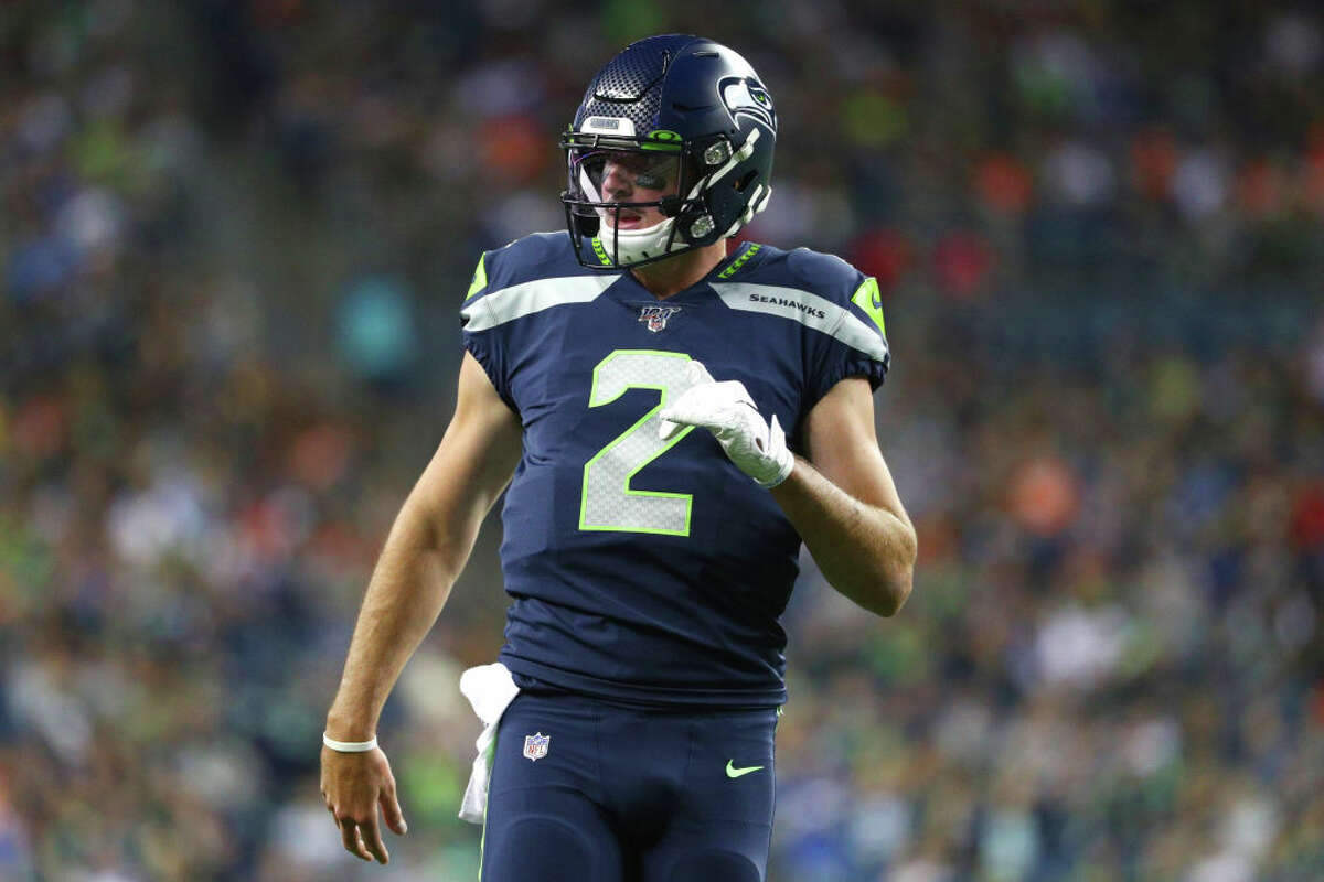 1. Paxton Lynch looks like the clear choice at backup QB He had to watch Geno Smith take snaps for the first half, but come the second, Paxton Lynch got to enjoy his revenge game. Going against the team that drafted and then cut him, Lynch seized his opportunity in the spotlight. Looking far more refined and accurate than in years past, the former first-round pick went 11-15 for 109 yards and one touchdown through the air. He added 38 yards and another score on the ground as well. It's early, sure - but the difference between Lynch and Smith was night-and-day. Expect #2 to be the second name on the QB depth chart come opening day.