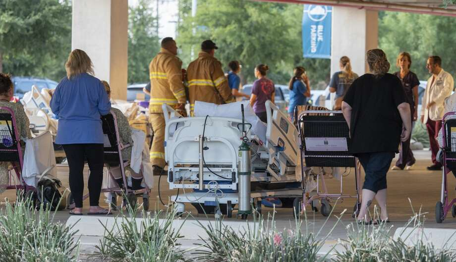 Midland Memorial Hospital evacuated part of the hospital 08/09/19 morning after a fire on the roof. Patients and staff were moved to the lower parking structure at the hospital. Tim Fischer/Reporter-Telegram Photo: Tim Fischer/Midland Reporter-Telegram