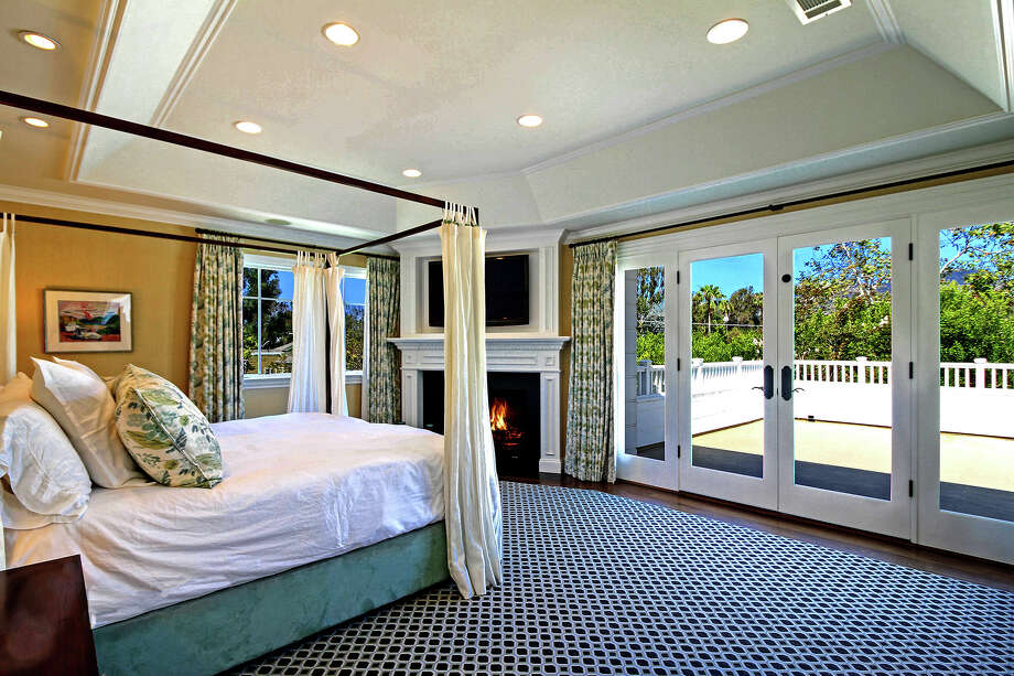 """""""Saturday Night Live"""" alum Kevin Nealon and wife Susan Yeagley sold their Pacific Palisades home for $4.85 million. The Georgian-inspired traditional home has seven bedrooms, a chef's kitchen with a 12-foot island and a lower entertainment area that includes a gym. (Jessica Sazo) Photo: Jessica Sazo / Los Angeles Times"""