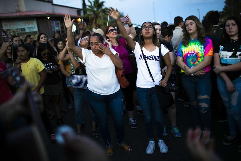 Mourners sing spiritual songs at a makeshift memorial dedicated to the victims of the El Paso shooting. Photo: Marie D. De Jesús/Staff Photographer