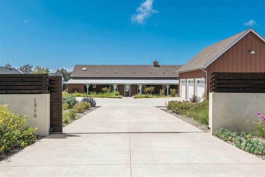 Now behind bars on a rape conviction, former NFL tight end Kellen Winslow Jr. has sold his Encinitas home. The contemporary farmhouse sold for $2.85M. Photo: REALTOR.COM