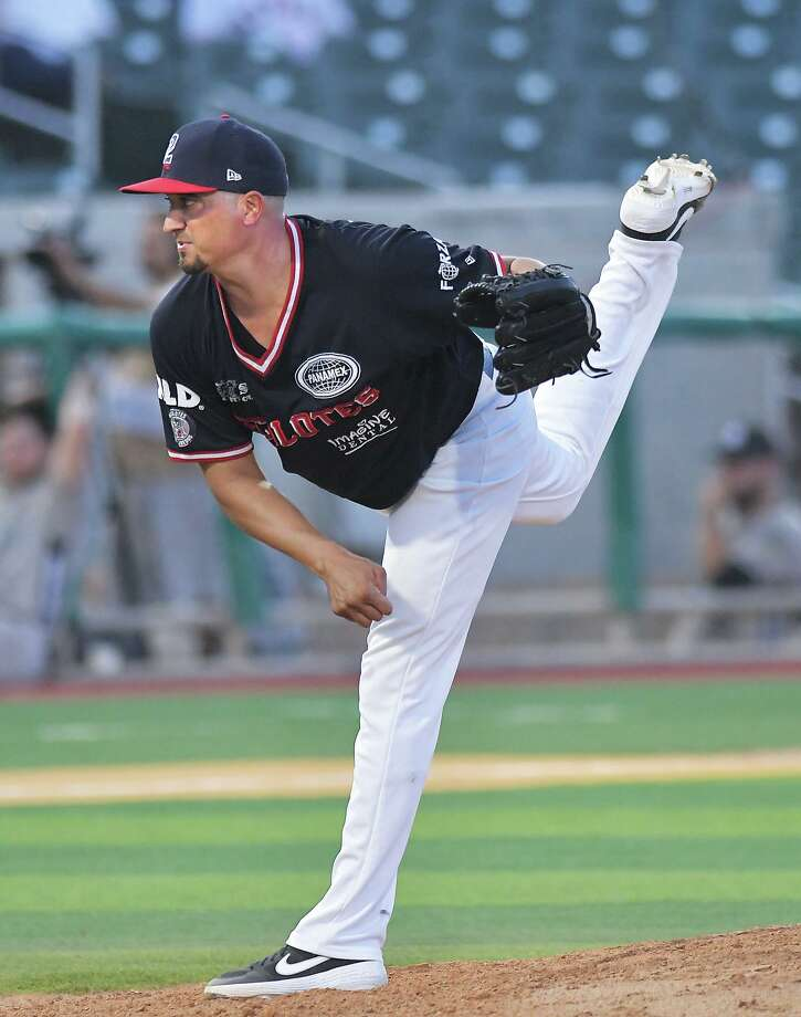 Jose Oyervides surpassed 1,500 career strikeouts Friday while earning the victory for the Tecolotes. Photo: Cuate Santos /Laredo Morning Times / Laredo Morning Times
