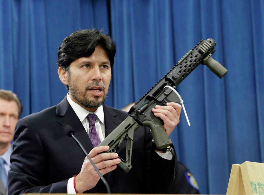 FILE - In this Jan. 13, 2014 file photo, former California State Sen. Kevin de Leon, D-Los Angeles, displays a homemade fully automatic rifle, confiscated by the Department of Justice, at the Capitol in Sacramento, Calif. California is among a handful of states taking tough actions to limit the availability of guns including military-style assault weapons, restrict the capacity of ammunition magazines and require background checks for purchasing bullets. But those steps and future gun control laws passed by Democratic-leaning states could face an uphill battle as the federal court system becomes increasingly dominated by conservative Republican appointees.(AP Photo/Rich Pedroncelli, File) Photo: Rich Pedroncelli / FILE