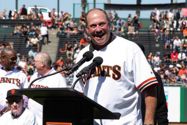 Giants surprise fans during ceremony: Team to retire Will Clark's No. 22 next year
