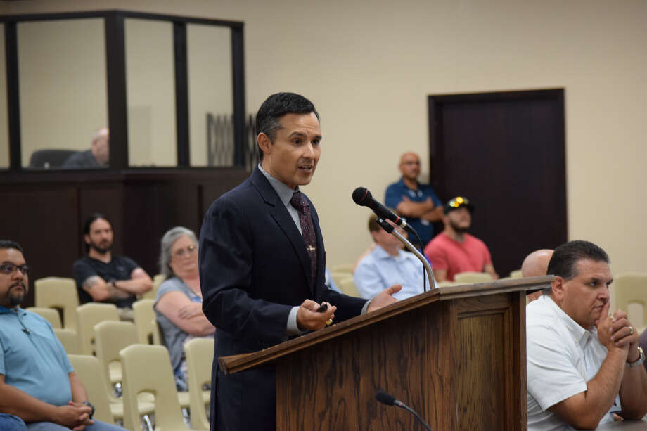 Plainview ISD Superintendent H.T. Sanchez presents a proposal for a $76.6 million bond to school board members during a special meeting Thursday night. Photo: Ellysa Harris/Plainview Herald