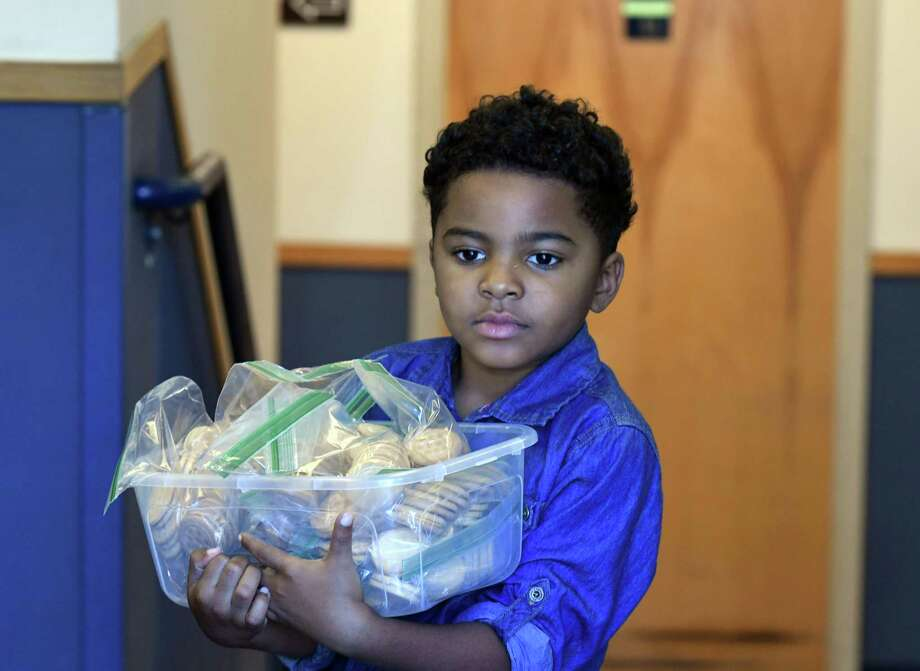 Malachi Houze, 5, delivers prepared meals to the Homeless Action Committee facility on Monday, Aug. 9, 2019, in Albany, N.Y. (Will Waldron/Times Union) Photo: Will Waldron, Albany Times Union / 20047628A