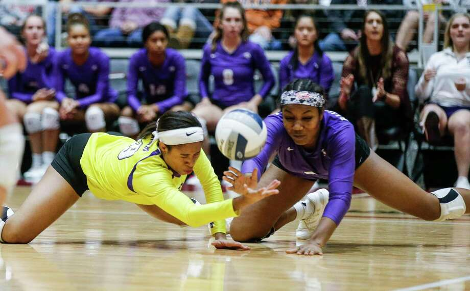 Ridge Point juniors Nia McCardell, left, and Randee Hennings, right, dive for the ball during a Class 6A State Championship volleyball game against Flower Mound at the Curtis Culwell Center in Garland, Texas, November 17, 2018. Photo: Brandon Wade, STR / SPECIAL/BRANDON WADE / Brandon Wade
