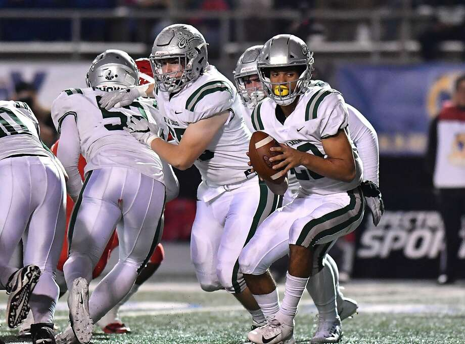 De La Salle quarterback Dorian Hale (with the ball) threw for 254 yards and two touchdowns in the state title game as a sophomore. He's back as a junior to lead the Spartans. Photo: Louis Lopez / Modern Exposure